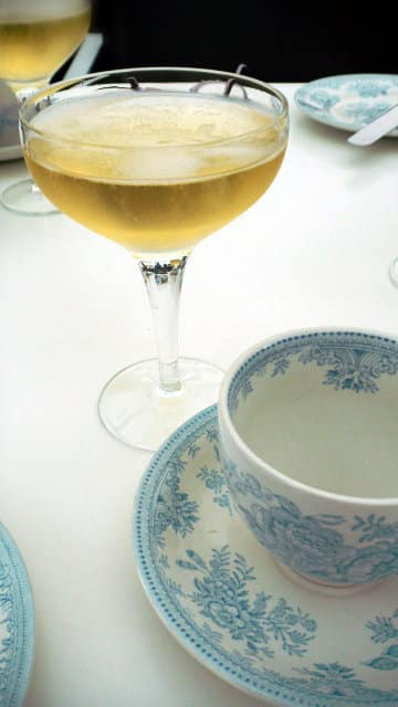 Court restaurant champagne