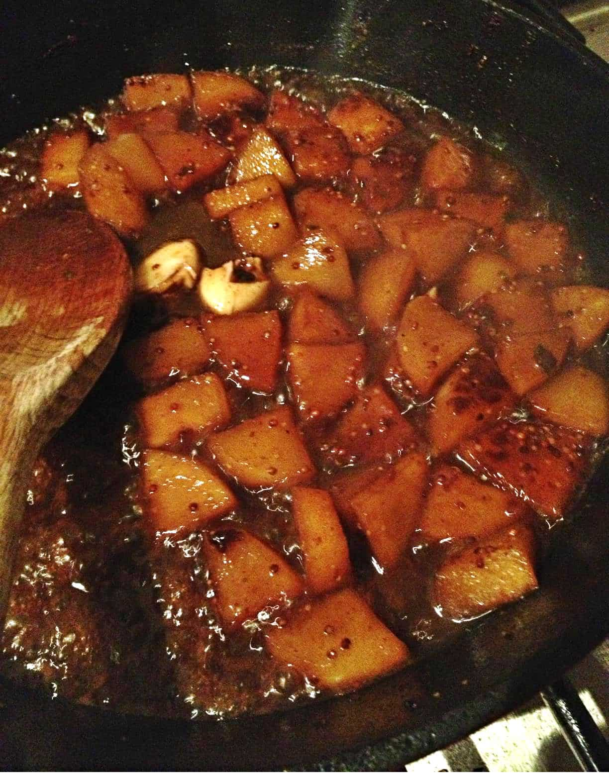 Apples in honey mustard gravy