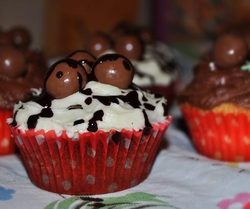 Hummingbird Bakery vanilla cupcake malteaser dark chocolate