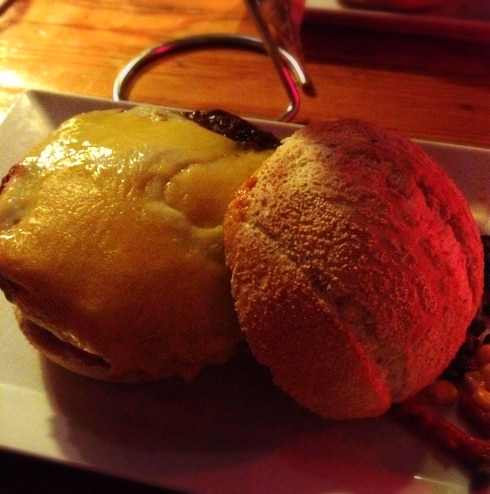 In de buurt Amsterdam cheeseburger