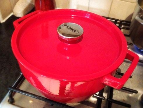 Tesco Pyrex cast iron pot