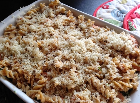 Cheesey wholemeal pasta salmon bake recipe
