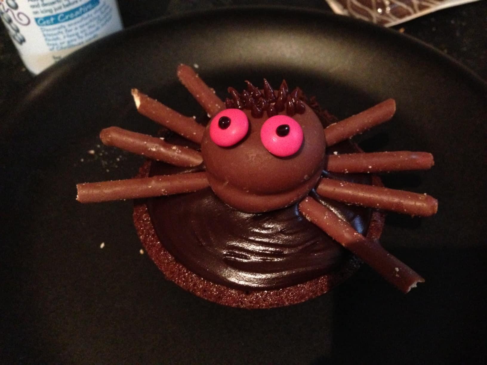 Halloween spider cupcake idea bakingmad.com coffee cake