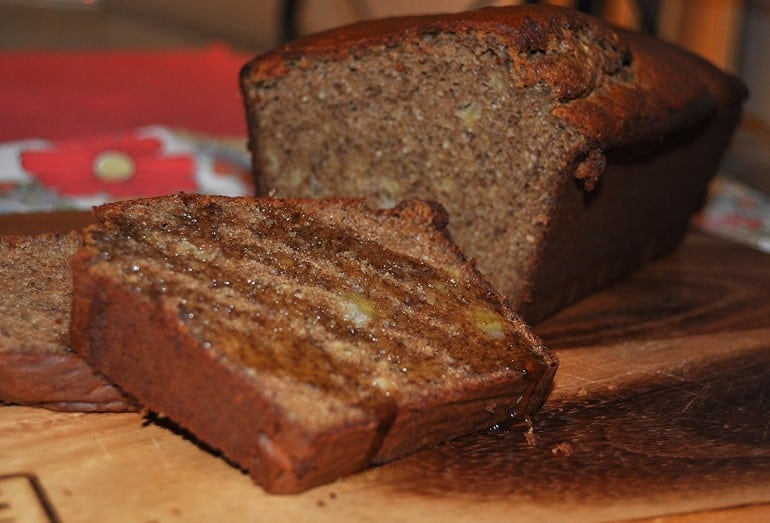 Healthy Paleo banana bread recipe low carb with manuka honey
