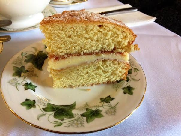 Bridge tea room Bradford on Avon review victoria sponge