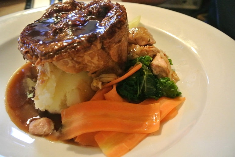 Tollgate Inn Holt review meat pie