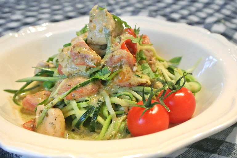 Courgetti low carb healthy vegetable pasta alternative recipe courgettes green pesto cheese sauce