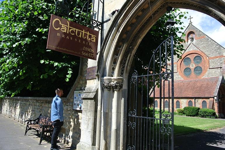 Calcutta Brasserie Stony Stratford Milton Keynes restaurant review Sunday buffet entrance