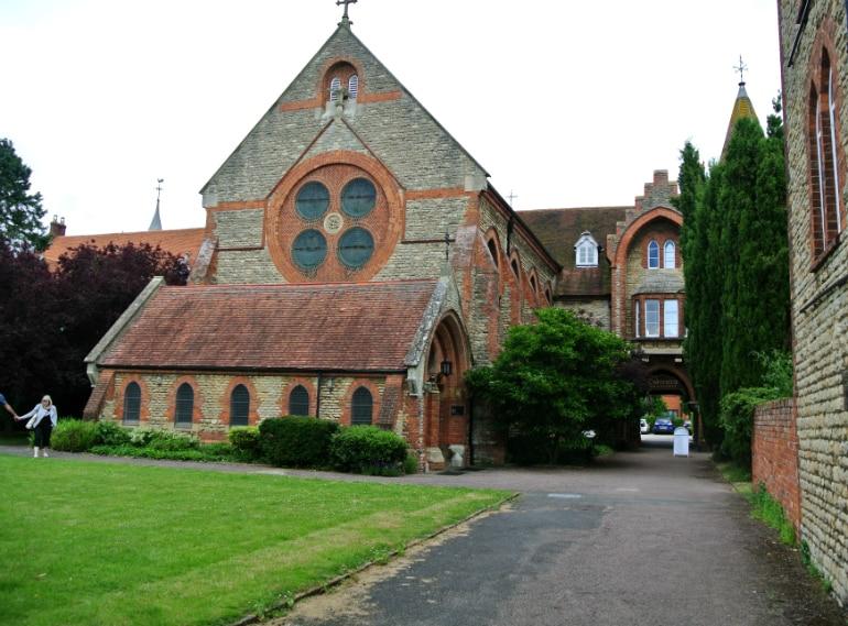 Calcutta Brasserie Stony Stratford Milton Keynes restaurant review church courtyard