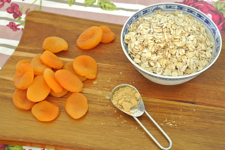 Apricot ginger oatmeal cookie recipe ingredients