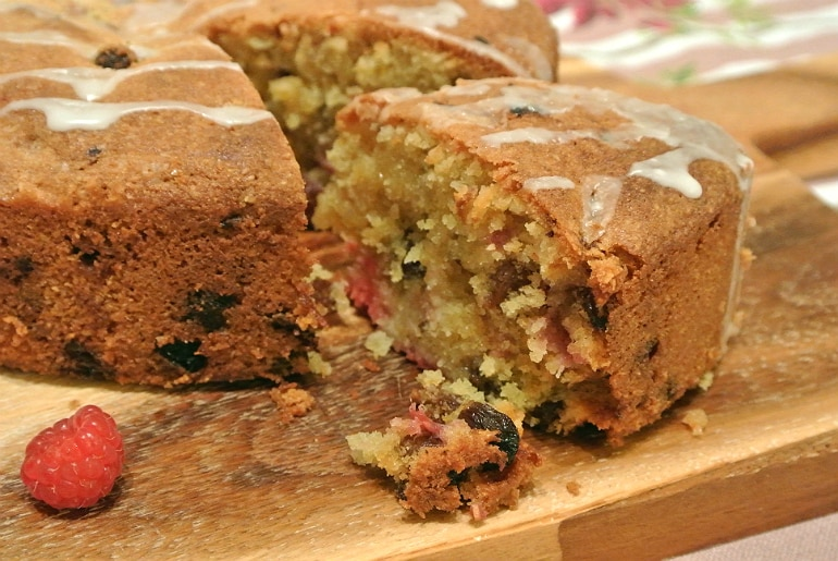 Cake recipe almond raisin raspberry