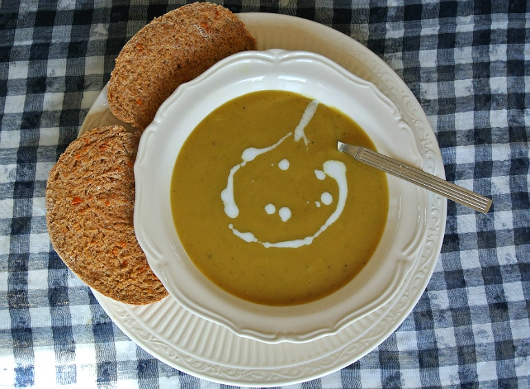 Curry parsnip soup recipe with wholemeal bread