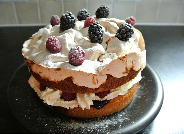 Blackberry meringue cake recipe pavlova