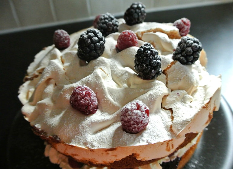 Blackberry meringue cake recipe