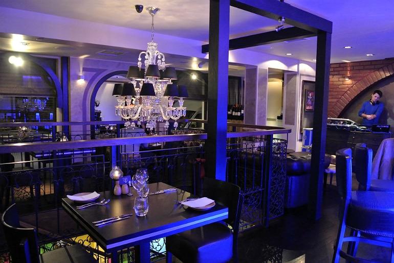 Crib De Rib cocktail bar Kensington London review dining bar area