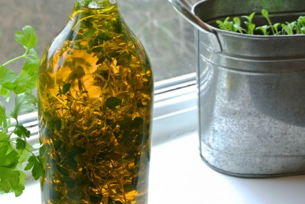 Garlic thyme flavoured rapeseed oil cover
