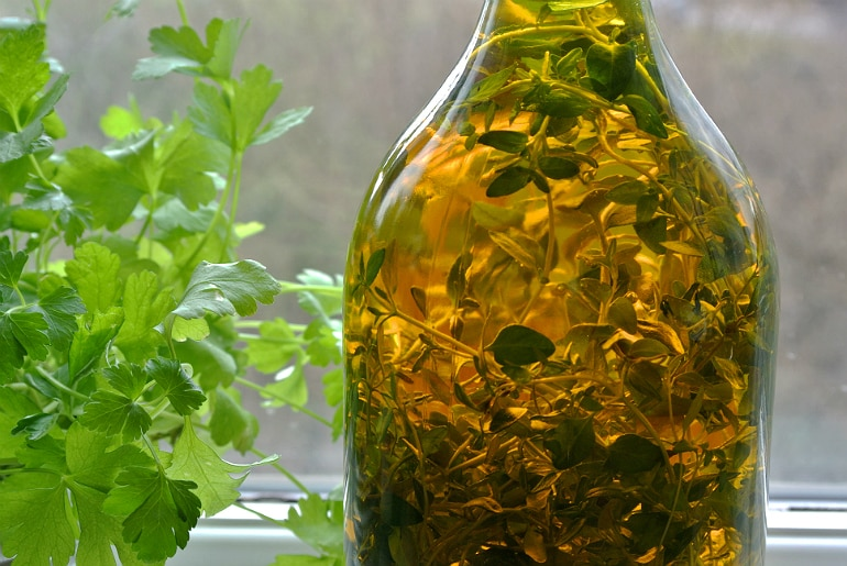 Thyme garlic flavoured rapeseed oil