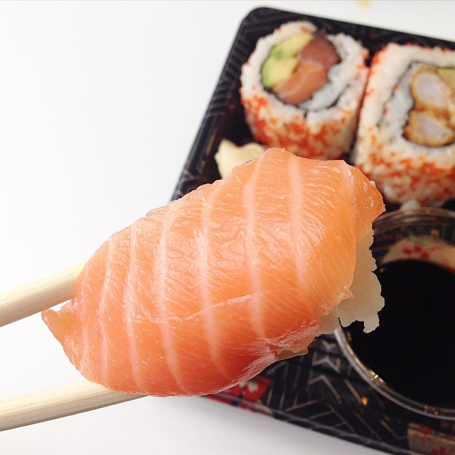 Eating sushi, but dreaming of a Sunday roast... ☁️ #sushi #lunch #foodpics