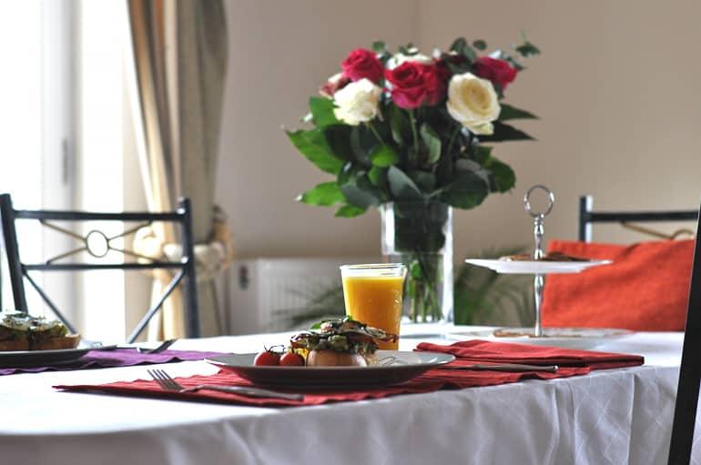 valentine brunch table