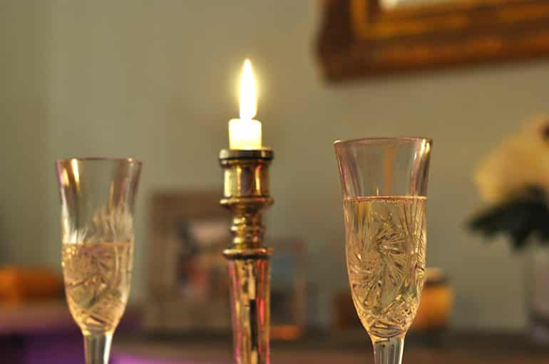 dinner candles drinks