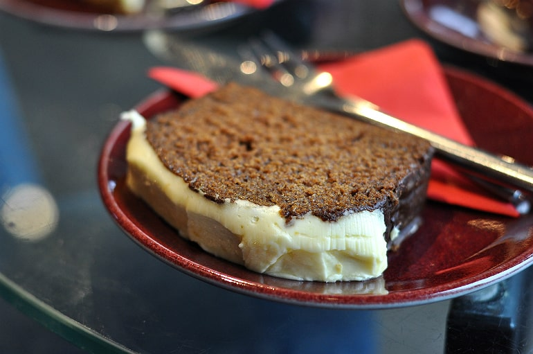 holiday eating tips ginger cake