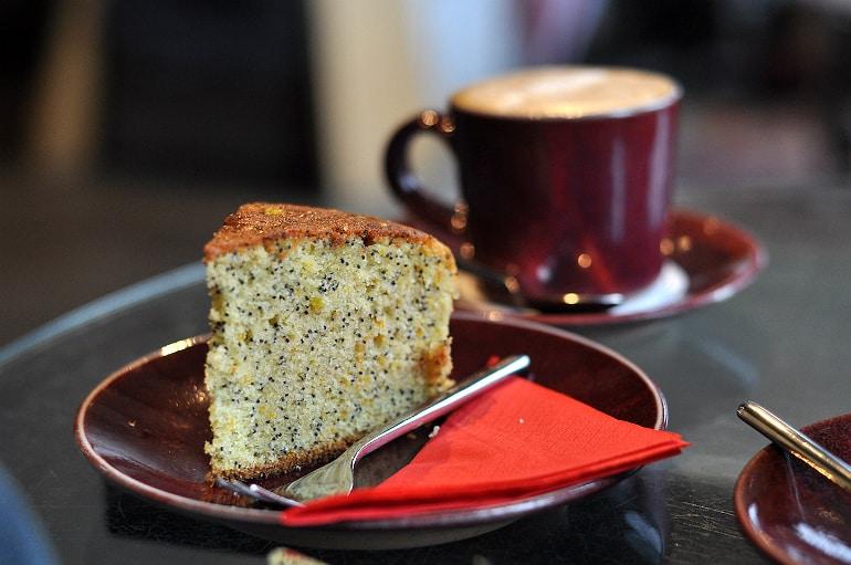 holiday eating tips lemon cake