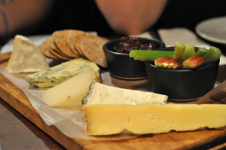 black horse woburn cheese board