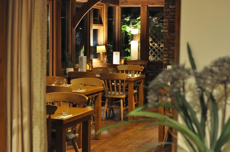 crown-grandborough-review-restaurant