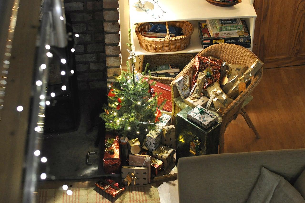 christmas-scotland-presents-tree