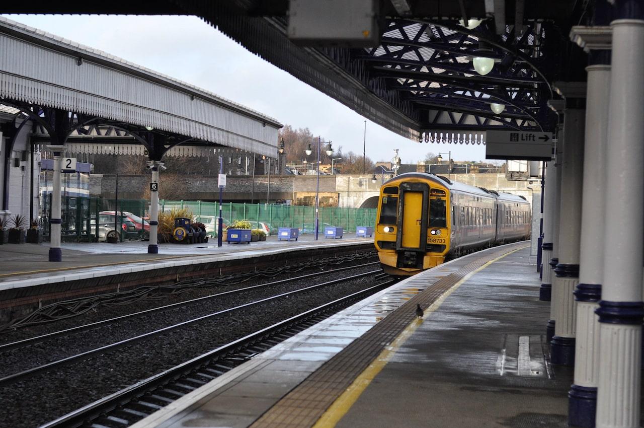 christmas-scotland-train-edinburgh-fair